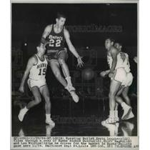 1964 Press Photo St Louis Mo Kevin Loughery 22 vs Hawks Richie Guerin