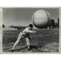 1956 Press Photo Pasadena Calif Ira Hutchinson of Chicago White Sox