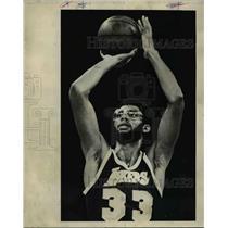 1977 Press Photo Kareem Abdul-Jabbar of the Los Angeles Lakers