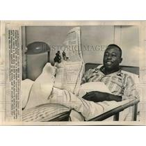 1965 Press Photo Milwaukee Braves Outfielder Henry Aaron in Hospital for Ankle