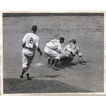1944 Press Photo Cubs Roy Huges out at 2nd vs Ed Stanky, H Schultz Dodgers