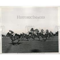 1938 Press Photo C.T.I. Roark of Aknusti hitting ball Polo in Long Island