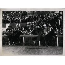 1959 Press Photo Sir Humphrey de Trafford's Parthia Wins The 1959 Derby.