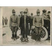 1919 Press Photo NC Gov Thomas Bickett& US Army soldiers
