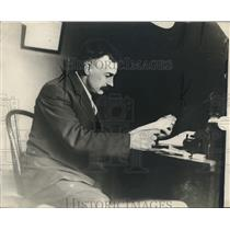 1911 Press Photo Ossie McManigal, reading in county jail