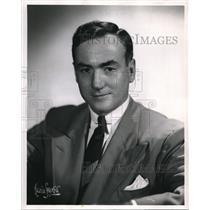 1947 Press Photo James Hurlbut Reporter Commentator on World News Roundup