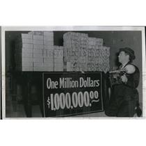 1940 Press Photo Dallas Republican Nat'l Bank Million Dollars on Anniversary