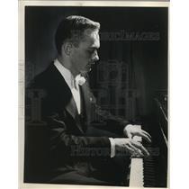 1962 Press Photo Robert MacDonald Classical Concert Pianist Maryhurst College