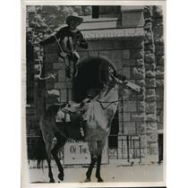 1937 Press Photo Rodeo Rider Leonard Stroud Riding Standing on Horseback