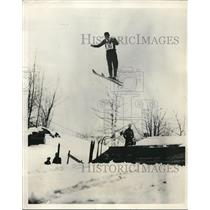 1932 Press Photo Japanese Olympic Ski Jumper, Takemitsu Tsubokawa Floats High