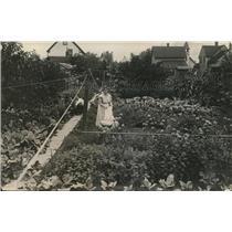 1918 Press Photo Mrs. Emil Rain in her garden