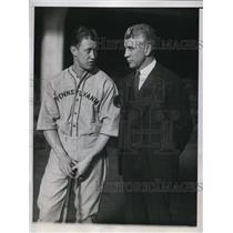 1934 Press Photo Don Kellett & coach Doc Cariss Univ of Penn baseball