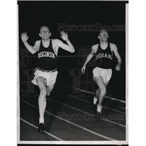 1939 Press Photo Chicago Walter Mehl Wis track vs M Trott of Ind in mile race
