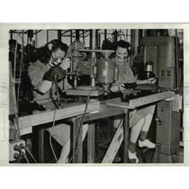 1942 Press Photo Labor Women