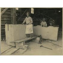 1932 Press Photo Legionnaire George B. Nix, working on granite marker