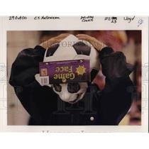 2000 Press Photo A young kid shopping for his Halloween costume - ora37935