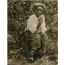 1927 Press Photo John Newson resting at the garden near the school