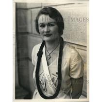 1931 Press Photo Evelyn Sanders, Honolulu Hawaii with Lei Around Her Neck