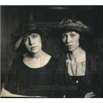1922 Press Photo Candidate for Governor, Helen Pettigrew with sister, Alice