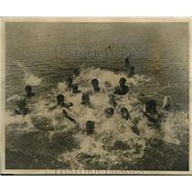 1926 Press Photo Camp Duncan YMCA kids at Round Lake Ill swimming