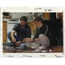 2000 Press Photo Scott Lapp with his father preparing fishing trip, fixing their