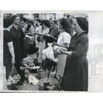 1959 Press Photo SAn Demetrio Italy women at a shopping market