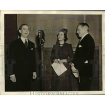 1937 Press Photo Robert SHanley in NBC Studio - orp25843