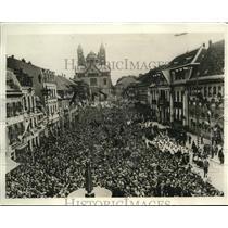 1930 Press Photo Market Square crowds Speyer Germany Pres Von Hindenberg