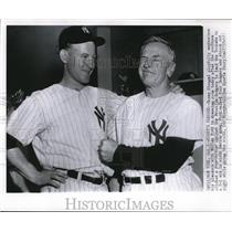 1955 Press Photo Casey Stengel Playfully Emphasizes His Pleasure With Ford