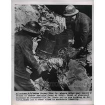 1954 Press Photo Jersey Zinc Co. Miners Find Skeleton in Friedensville, PA