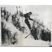 1934 Press Photo Short Ski Jumper in Quebec, Canada - nee01670