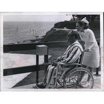 1965 Press Photo of Frank Slodic and Nurse Ann Huebner at Euclid General Hosp.