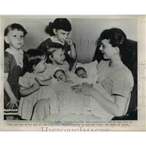 1952 Press Photo Effingham England Mrs Thomas Selman & 3rd set of twin babies