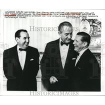 1968 Press Photo President Johnson Chats with Governors Dempsey & John Volpe
