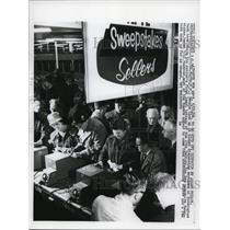 1964 Press Photo Salem NH Rockingham Park ticket lines for lottery
