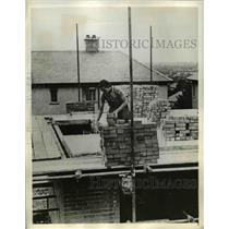 1941 Press Photo Women Building Homes in Britain - nee03310