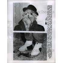 1958 Press Photo New Yorkers masquerading to combat cold weather in New York