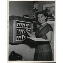 1953 Press Photo Mrs. Gladys Bushman, Mgr. Gateway Motel Euclid Ave Wickcliffe