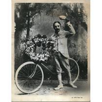 1971 Press Photo Cyclist Maurice Aron Wins in New York Evening Telegram Parade
