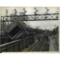 1937 Press Photo Derailed coaches of a Chicago Northwestern R. R. Suburban