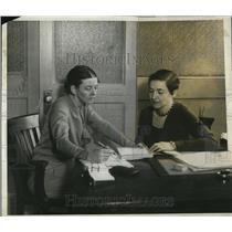 1930 Press Photo of L-R Suzanne La Folette and Shelia Hilton.