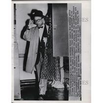 1952 Press Photo Voter leaves machine after casting his ballot Madison, Wi.