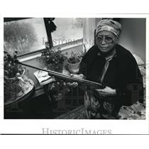 1991 Press Photo Alberta Manns with the carbine rifle
