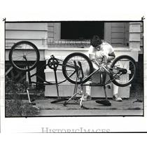 1984 Press Photo Sultan Banna, of Cleveland works to repair a tire on one of