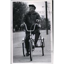 1971 Press Photo Bicyclists Alex Gordish, 66 year old of Empire Ave. Widliffe