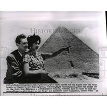 1956 Press Photo Laurence Shaker with her fiance Carroll Pederson seen in Cairo
