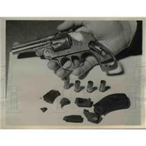 1944 Press Photo Chicago Gun Mrs Frank Williams was shot with at Drake hotel