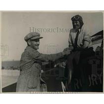 1923 Press Photo W D Waterman congratulates E M Remelin, Curtiss Cup Race