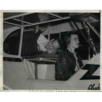 1939 Press Photo Clyde Schliepper and Wes Carroll flying new endurance mark