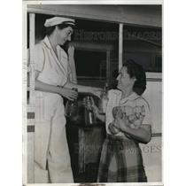 1942 Press Photo Charlotte Shaw California's only female milk delivery person